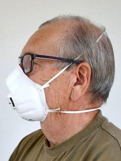 Kuva 6.  FFP3-luokan hengityksensuojain, jossa on uloshengitysventtiili