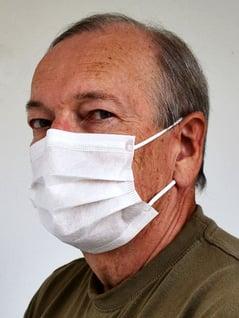 Kuva 3. Kuitumaski. Kuitumaskit näyttävät suu-nenäsuojaimilta. Eroa on suodatuskyvyssä, pakkausmerkinnöissä ja käyttöohjeissa.